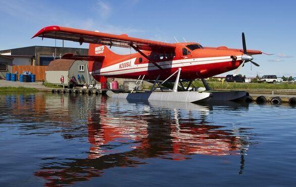 之后前往世界最大的水上飞机场观赏水上飞机的起落